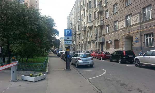 Полукруглая разметка на парковке