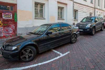 Можно ли парковаться на полукруглой разметке и какой штраф за парковку на полукруге?