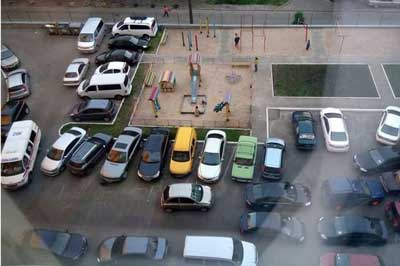 Незаконная парковка на придомовой территории
