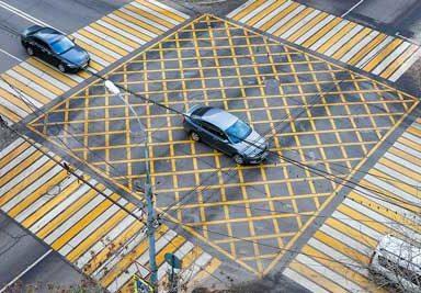 Правила проезда вафельной разметки на перекрестках и штраф за остановку на вафле
