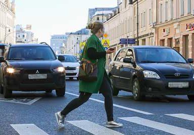 Какой штраф за непропуск пешехода на переходе и вне его?