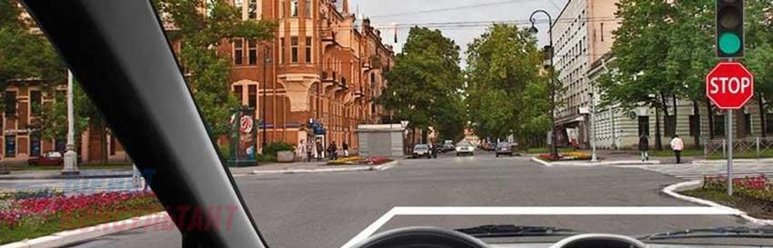 знак стоп перед светофором